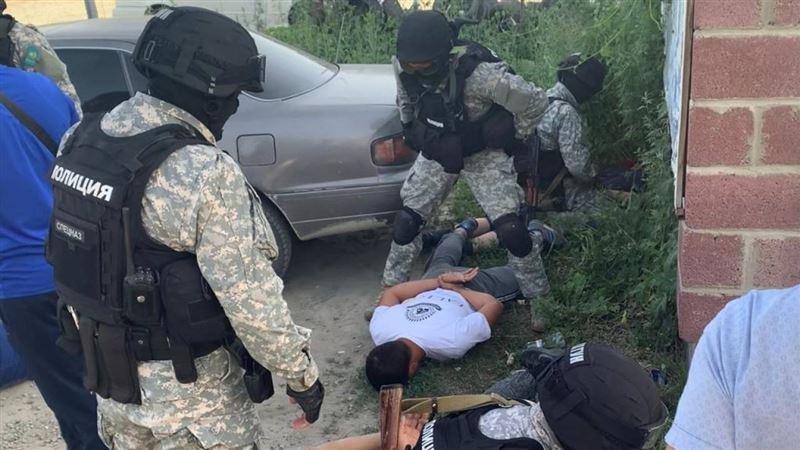 В Алматинской области обезвредили группу вооруженных вымогателей