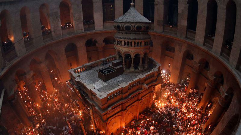 ПРЯМОЙ ЭФИР: схождение Благодатного огня ожидают в Иерусалиме