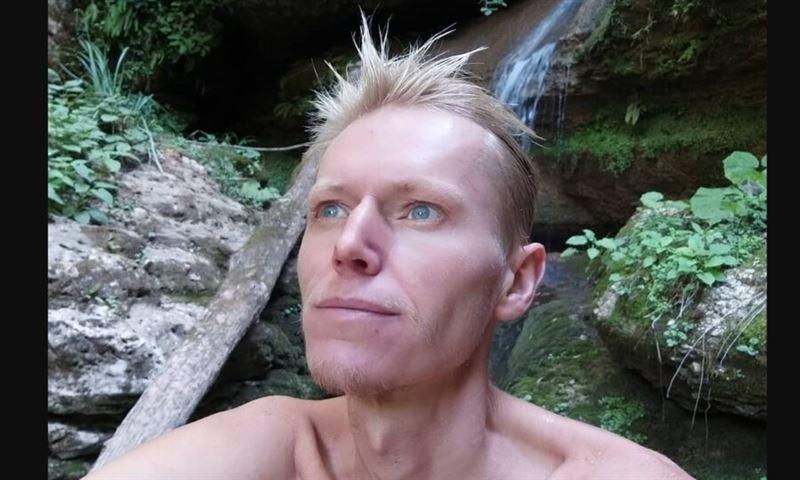 Блогер 40 күн аштықтан кейін көз жұмды