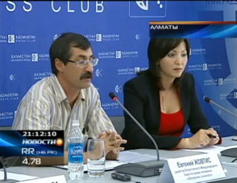 Правозащитник Евгений Жовтис усиленно борется за свои права