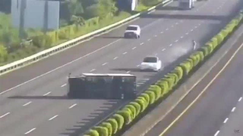 Автомобиль Tesla не заметил грузовик и устроил смертельное ДТП