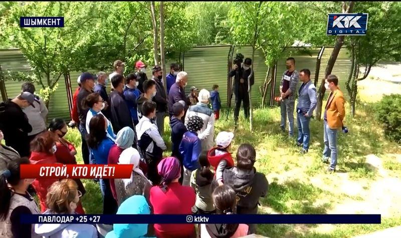 Шымкентцы недовольны строительством нового дома вплотную к их зданиям