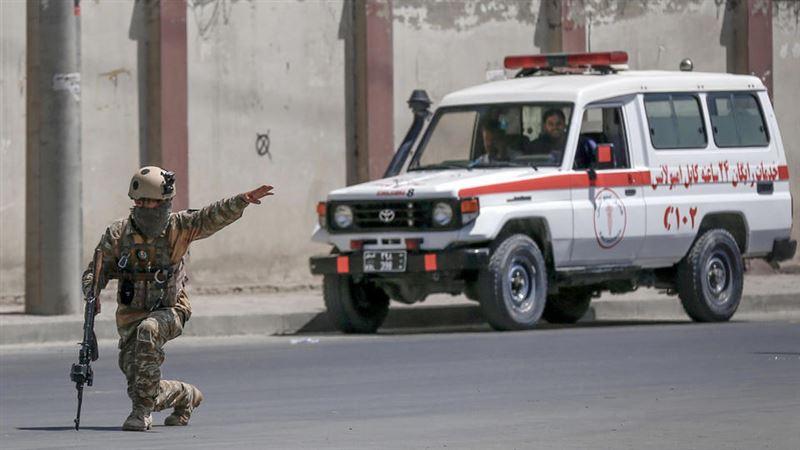 При подрыве двух автобусов в Афганистане погибли 18 человек