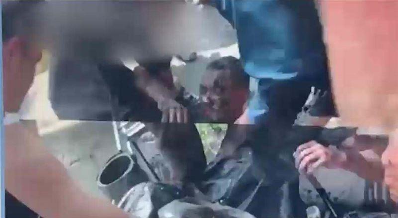 Двое рабочих провалились в колодец: спасение попало на видео в Арыси