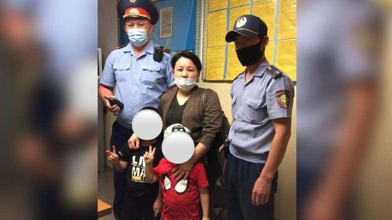 В Шымкенте пропавших мальчиков 4 и 6 лет вернули матери