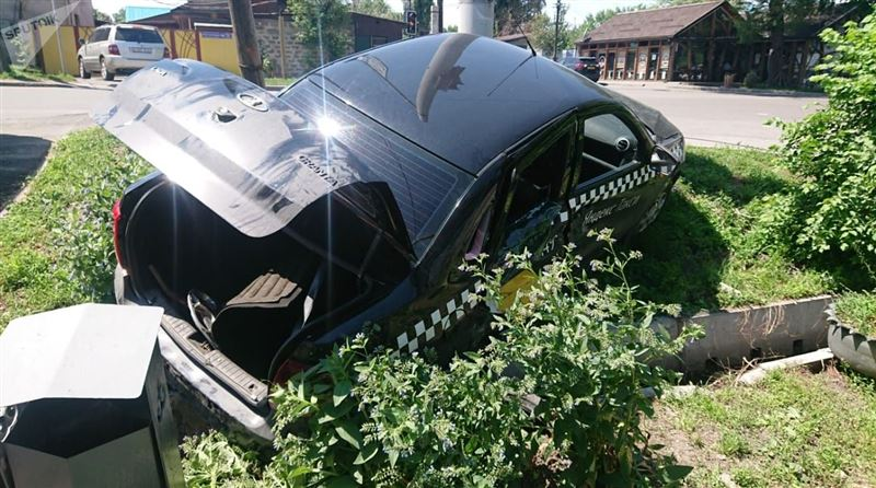 Группу людей сбил водитель «Яндекс.Такси» в Алматы