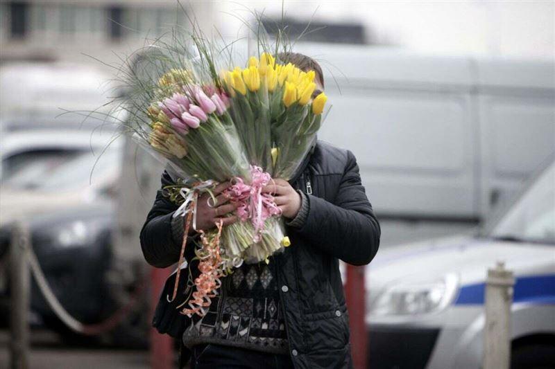 Алматинец продавал несуществующие цветы жителям Петропавловска
