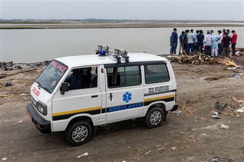 На берегу священной реки в Индии обнаружили сотни захоронений