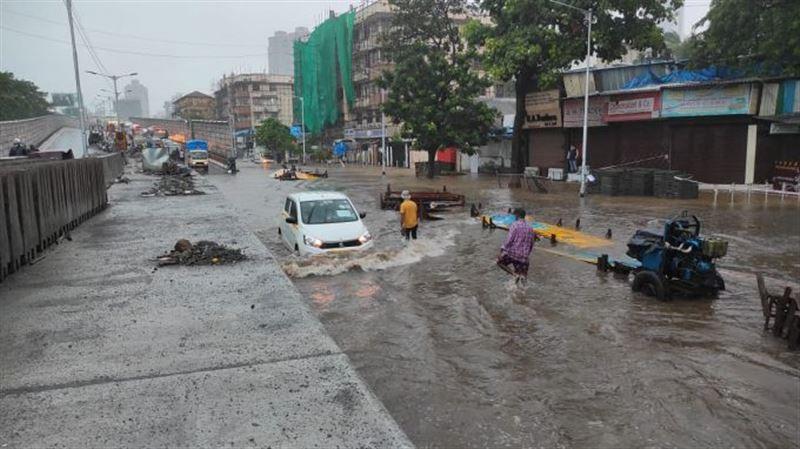 Обрушившийся на Индию циклон стал причиной разрушений