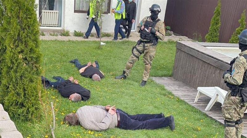 Группу угонщиков, использующих спецтехнику и парики, обезвредили в Алматы