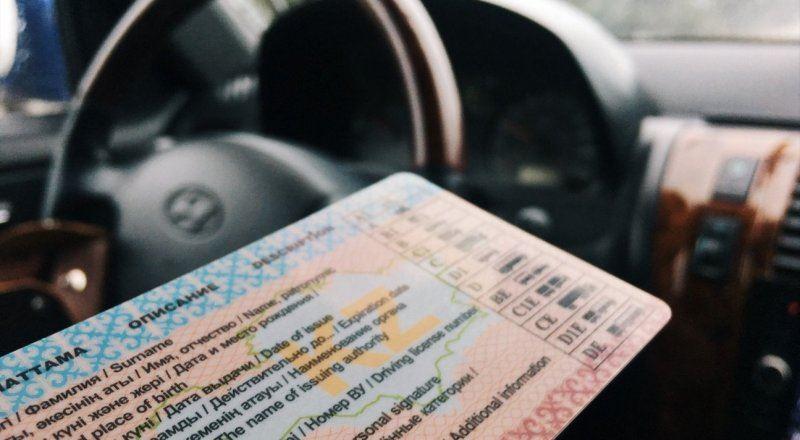 Женщина предлагала водительские права за 225 тысяч