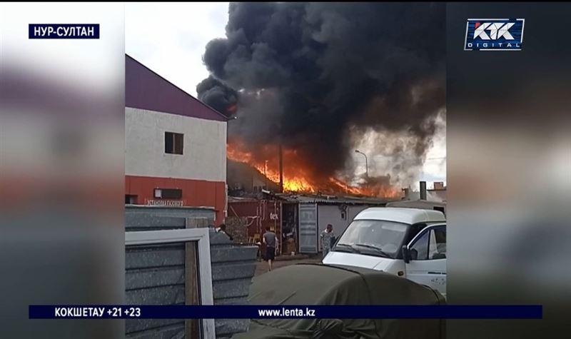 В Нур-Султане загорелся хостел