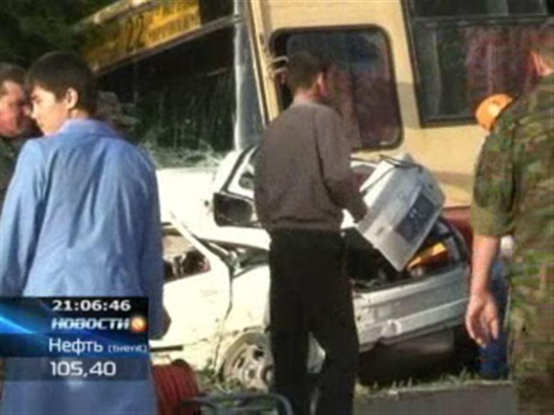 В Уральске пассажирский автобус протаранил Lada Priora: трое погибли