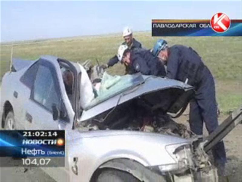 В Павлодарской области грузовик снёс легковушку: 3 человека погибли