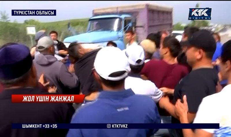 Жүк көліктері Ақбұлақтың жолын талқандап өткен – Түркістан облысы