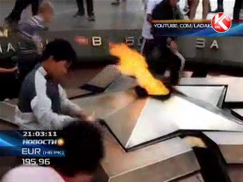 Вечный огонь в Актау атаковали малолетние вандалы