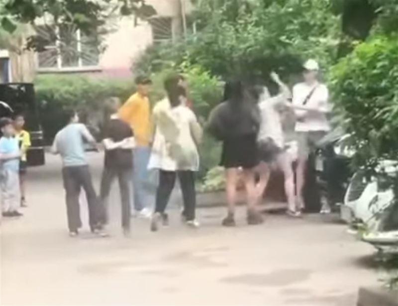 Мать побила чужих детей в Талдыкоргане