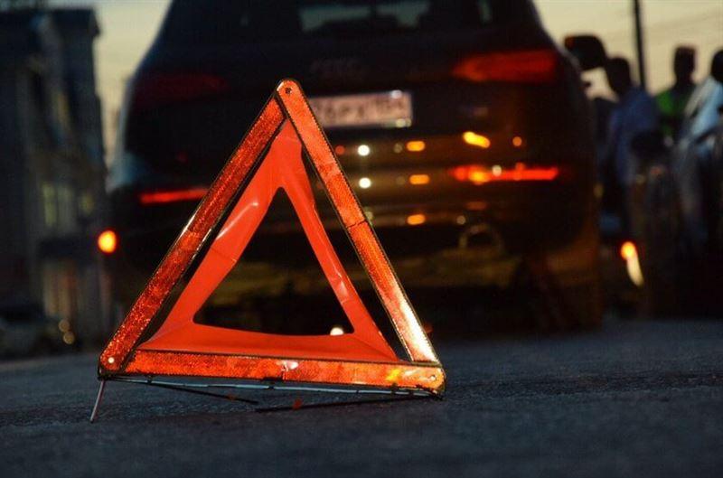 Машина наехала на семью из четырех человек в Атырауской области