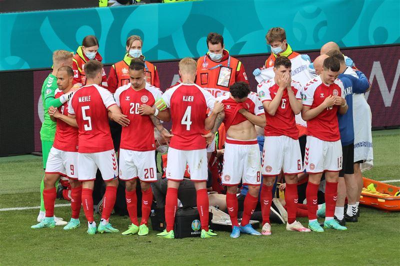 Футболист сборной Дании потерял сознание во время матча