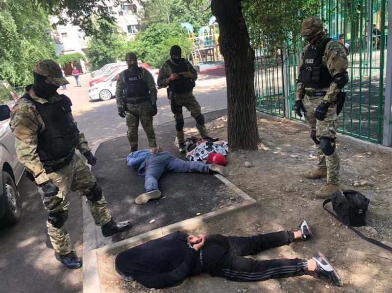 В Алматы с поличным задержали квартирных воров