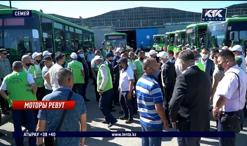 Автобусный парк в Семее забастовал