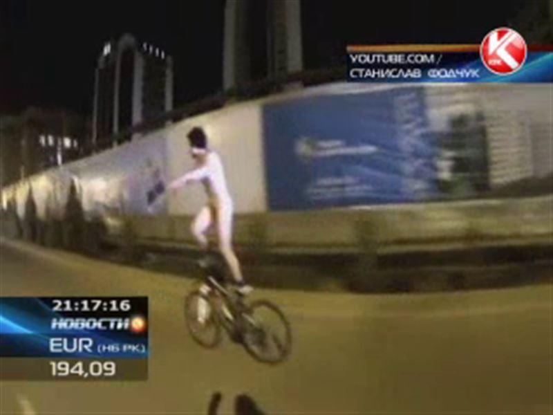 Голый велосипедист проехался по центральным улицам Шымкента