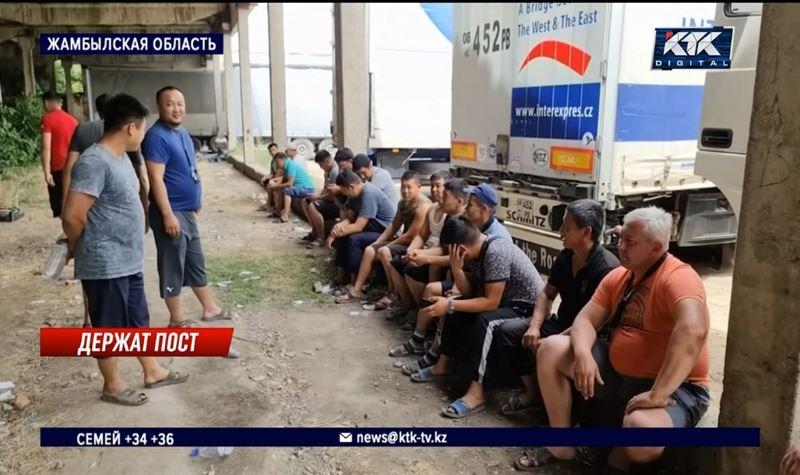 30 фур вторую неделю простаивают на границе