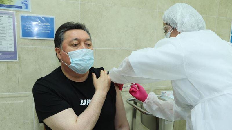 Асқар Мамин коронавирусқа қарсы вакцина салдырды