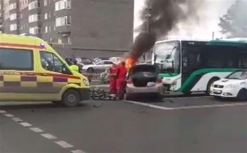 Машина загорелась в результате аварии в столице