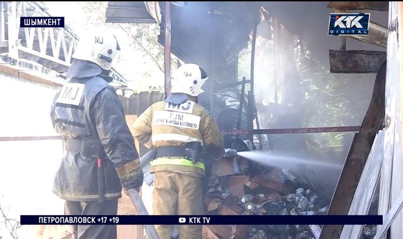 В Шымкенте загорелось и взорвалось кафе