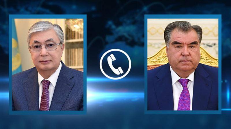 Глава Таджикистана выразил благодарность Токаеву за гумпомощь