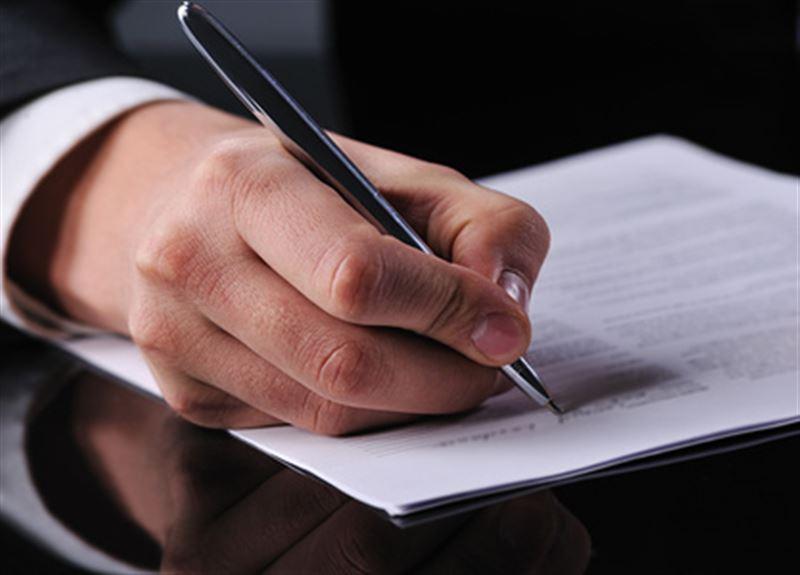 Депутаты Сената приняли новые земельные поправки, продлевающие мораторий на продажу сельхозземель