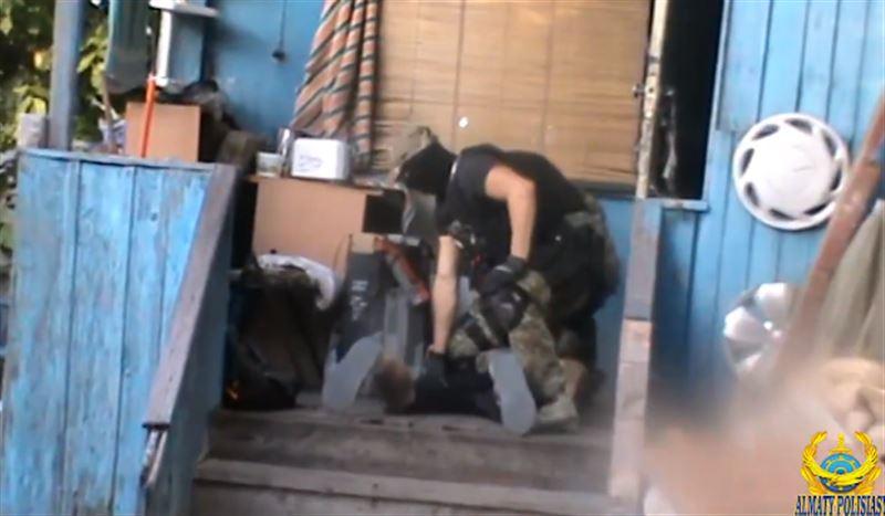 Задержан мужчина, подозреваемый в создании наркопритона в Алматы