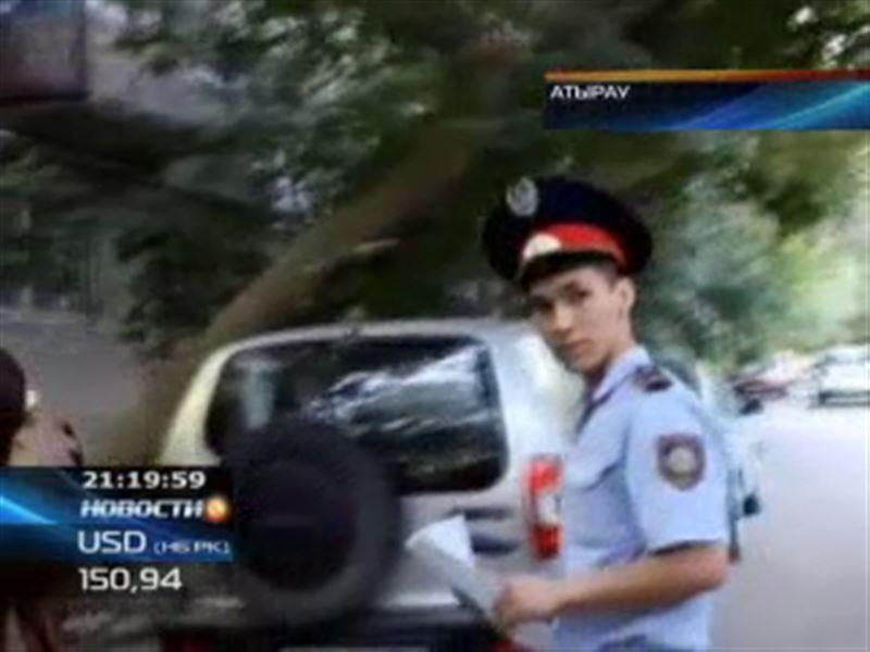В Атырау «оборотни в погонах» убегали от патрульных в женском белье