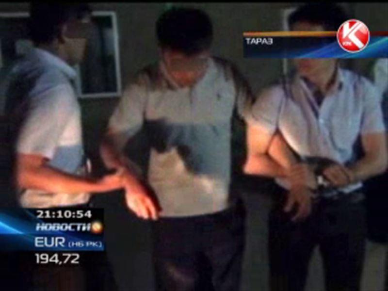 В Таразе подвыпившая автоледи сдала финполовцам дорожного инспектора-взяточника