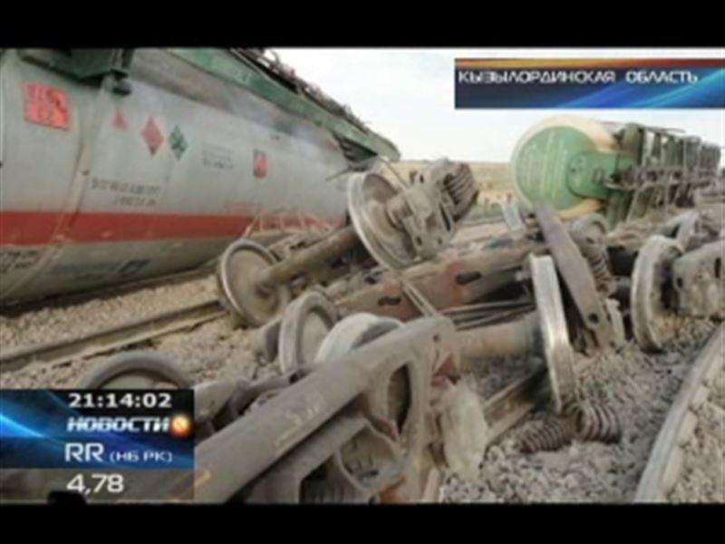 В Кызылординской области сошли с рельсов сразу 5 вагонов