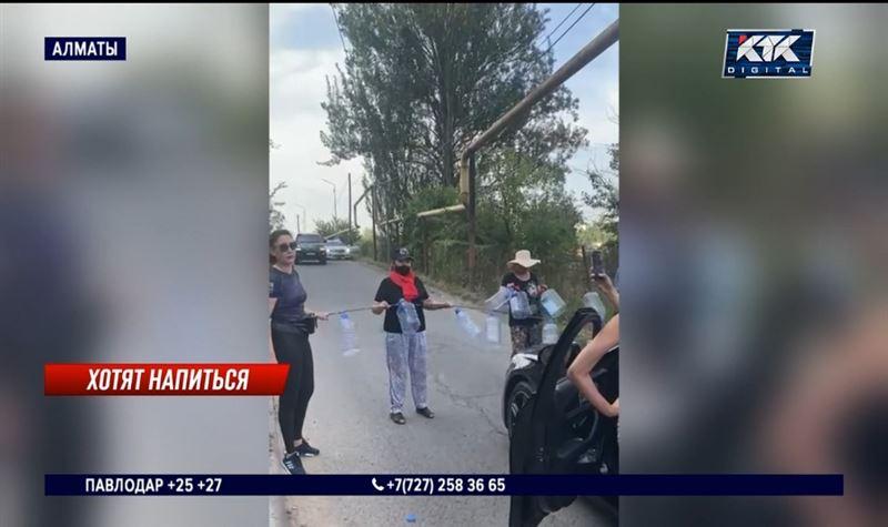 Жители Алматы и области перекрыли дороги из-за отсутствия воды