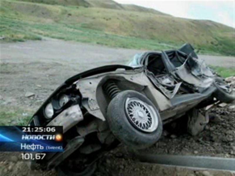 В Жамбылской области КамАЗ с арбузами протаранил легковушку: 3 человека погибли