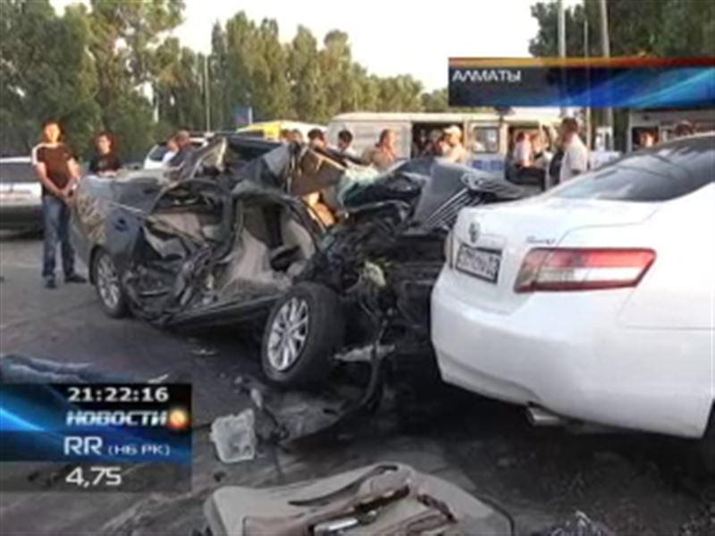 КамАЗ на большой скорости протаранил Toyota Camry