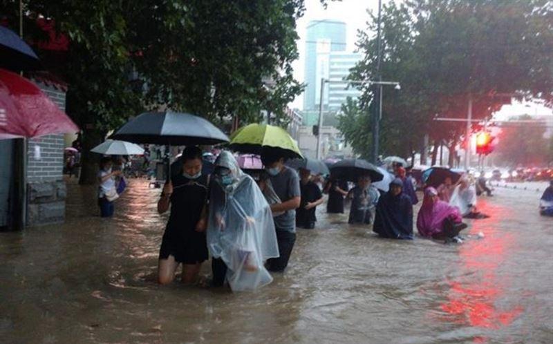 Число жертв наводнения в Китае выросло до 33 человек