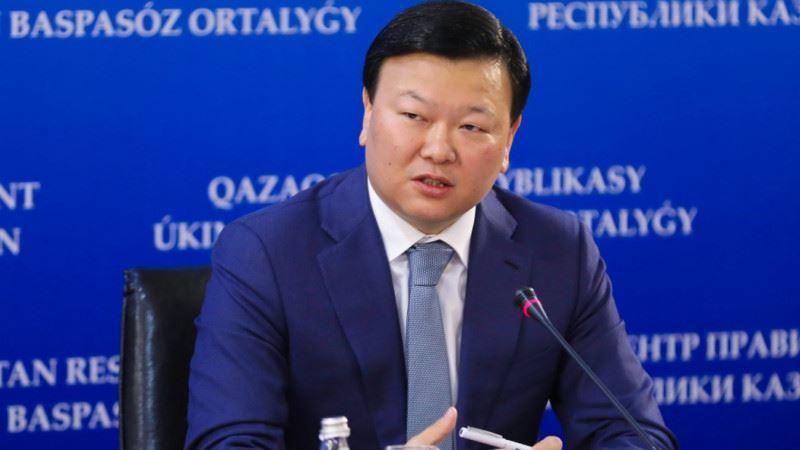 Министр здравоохранения Алексей Цой выступает на пресс-конференции