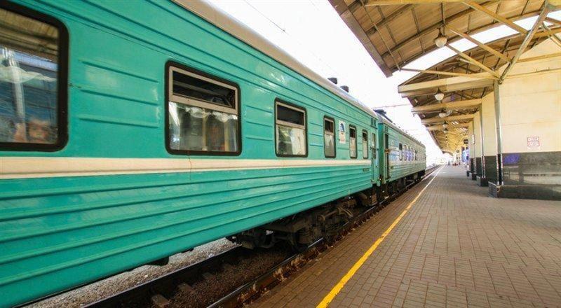 Мужчина провалился между ехавшим поездом и платформой в Жамбылской области