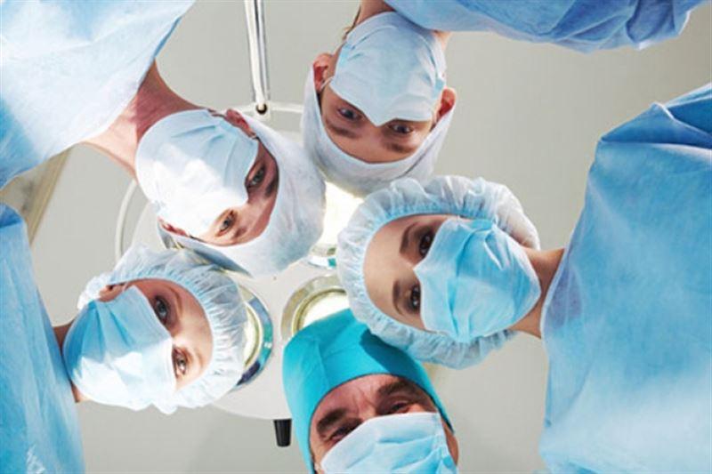 Пациенту удалили 15-килограммовую опухоль в ВКО