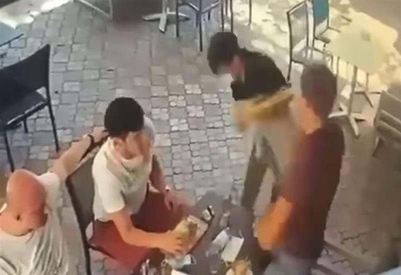 Mейрамханада даяшыны ұрып жіберген ер азамат видеоға түсіп қалды