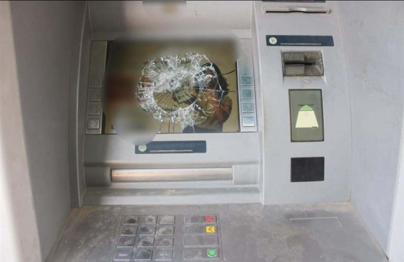 В Туркестанской областихулиган разбил монитор банкомата