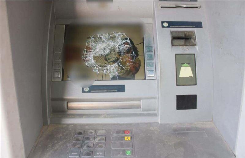 Түркістан облысында ер адам банкоматтың экранын сындырды
