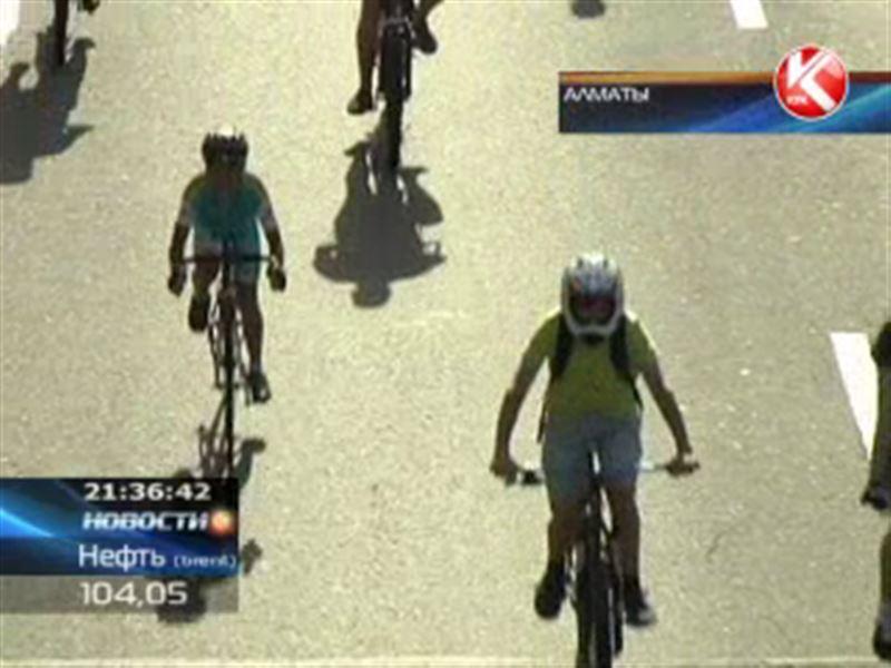 Около двух тысяч алматинцев приняли участие в велопробеге вместе с Винченцо Нибали