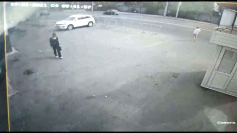 В Нур-Султане женщина похитила телефон у работника автомойки, попросившись в туалет