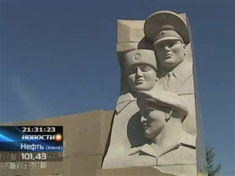 В Астане открыли монумент в честь погибших полицейских