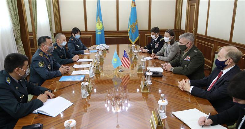 Министр обороны РК принял главу центрального командования Вооруженных сил США
